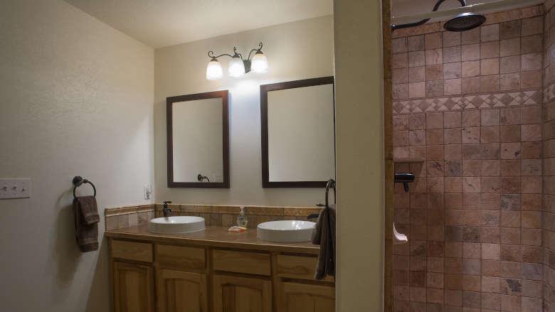 Founders Cabin Brownell Suites Pete Suite Bathroom