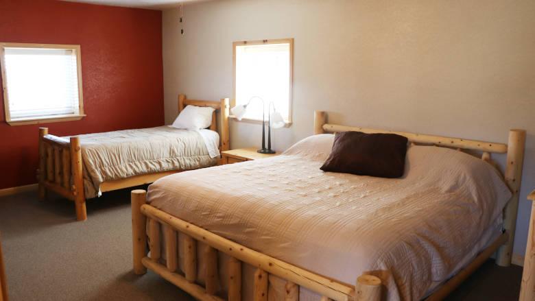 Carter Cabin 02 Bedroom